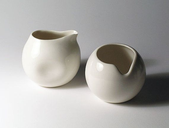beautiful creamer and sugar bowl, maybe this creamer would be good for syrup ...