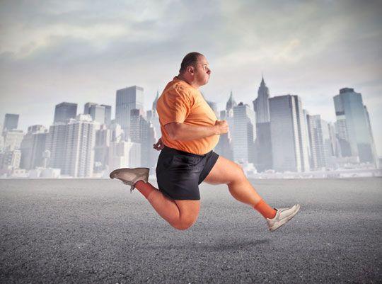 Karın Bölgesindeki Yağlar: Ara yoğunluklu (interval) antrenman herkesçe kabul gören bir koşma tekniği. Normal koşuya göre 9 kata kadar daha fazla yağ yakmaya yardımcı olduğu ispatlandı. Haftadaki günlerden birini ara yoğunluklu antrenmana ayırın. Ara yoğunluklu antrenman şöyle yapılır: 20-30 saniye yapabileceğiniz en hızlı koşuyu yapın, ardından 60 saniye yürüyün. Bu şekilde 15 dakikayı tamamlayın.