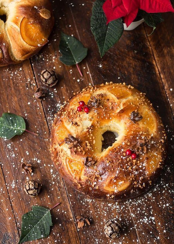 Hiszpańskie ciasto drożdżowe na Święto Trzech Króli, czyli Roscón de Reyes
