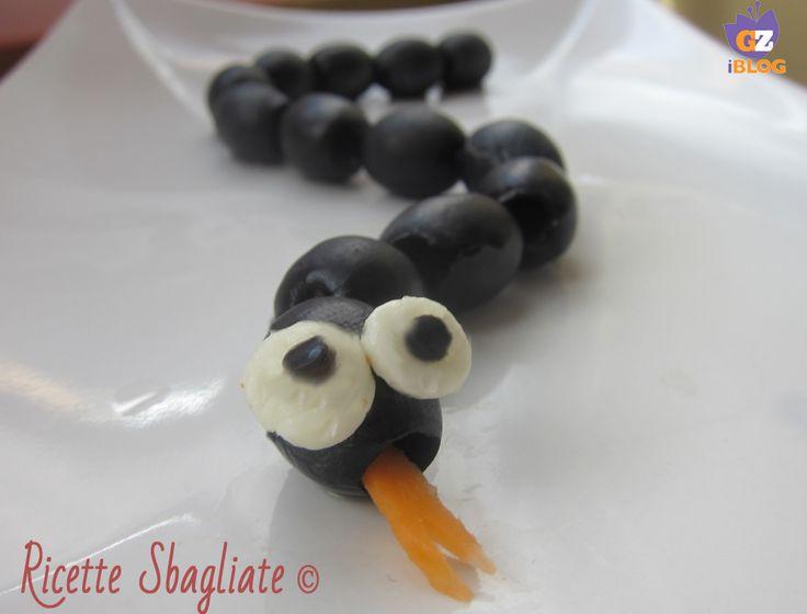 Idea di merenda mostruosa, il serpente con le olive!
