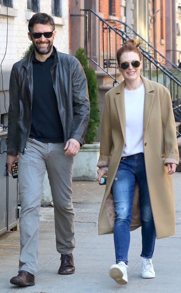 Julianne Moore & Bart Freundlich from The Big Picture: Today's Hot Pics  The cute couple take a morning stroll in New York.