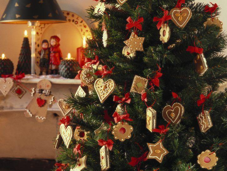 Albero Di Natale Decorato Con Biscotti.20 Idee Creative Per Addobbare L Albero Di Natale Low Cost Natale Alberi Di Natale Alberi Di Natale Rosso
