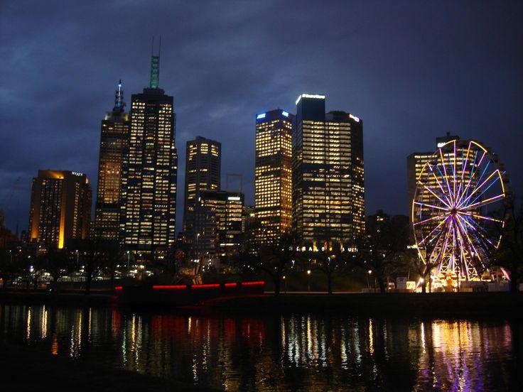Melbourne_CBD_and_the_Yarra_river_at_dusk_-_Australia.jpg