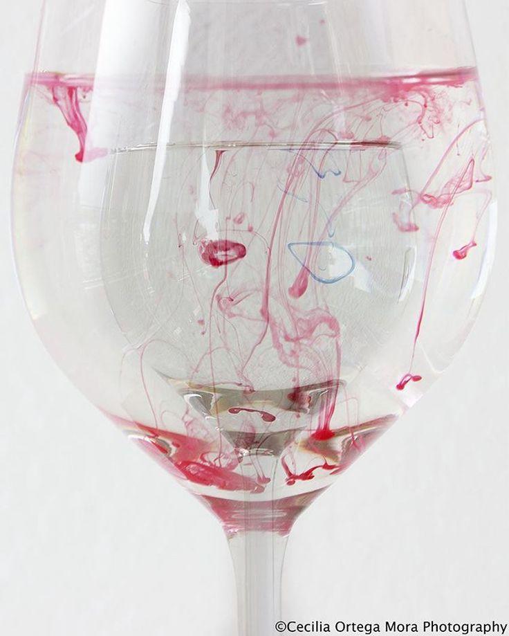 #fotografie #kunst  #wijnglas #inkt  #kleur #abstract