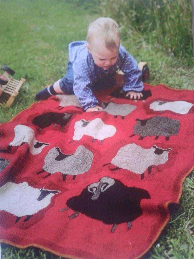 Nieuw project voor mijn nog ongeboren kleinkind: een free-style gehaakt speelkleed. New project: free-style crochet playing blanket for my yet unborn grandchild