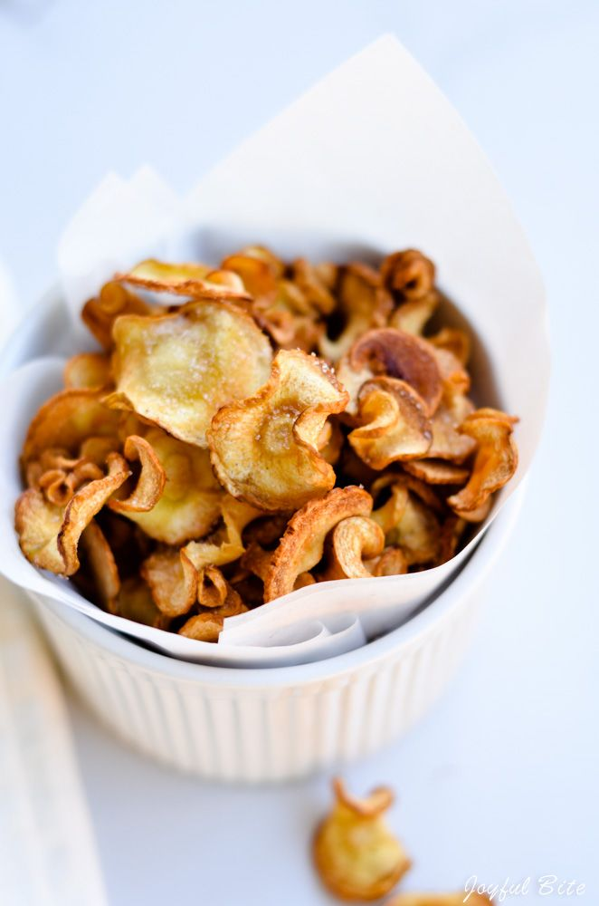 Crispy and naturally flavorful homemade parsnip chips. These chips are such a yummy and healthy snack!