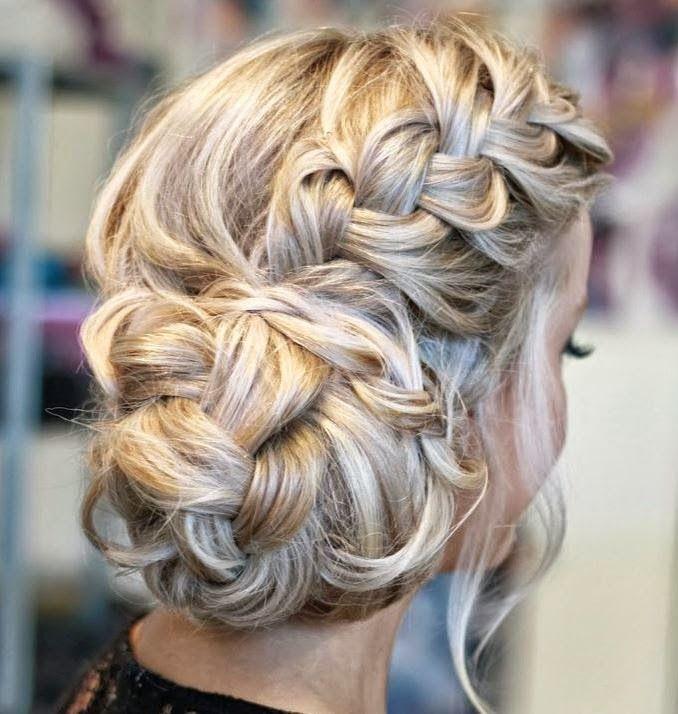 Post do jeito que vocês gostam: cheio de penteados de festa!  Tem penteado de festa para cabelo curto, semi preso lindo e muitos coques!    ...