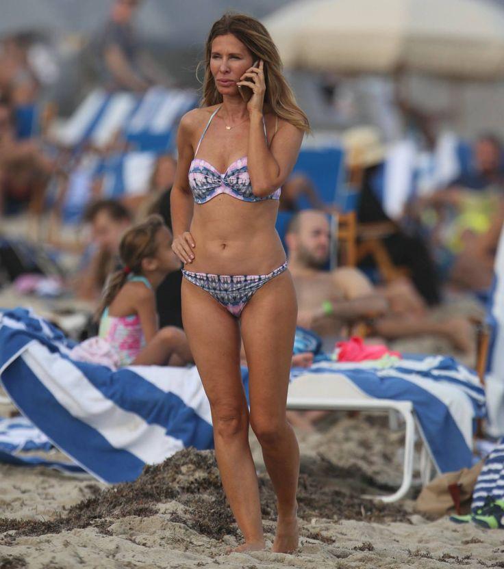 Carole-Radziwill-Beach-01.jpg (1326×1500)