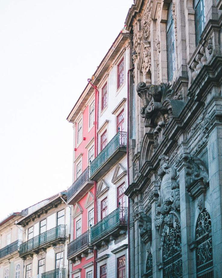 Porto é uma excelente inspiração. | The streets of Portoare such an inspiration. #atmosphereweddingphoto  #weddingphotography #weddingphotographer #realweddings #destinationwedding  #lookslikefilm #liveauthentic #exploretocreate #thehappynow #casamento #fotografiadecasamento #weddinginportugal #portugalwedding #freshairclub #instawedding #folkwedding #bridebook #destinationwedding #weddinginspiration #thatsdarling #destinationweddingphotographer #meaningfulwedding