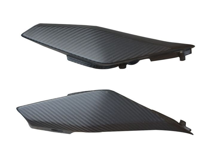 High Quality Carbon Fiber Rear Side Panels for Yamaha FZ-09 /MT-09 available in 100% Carbon Fiber in matte or glossy finishes, plain or twill weave