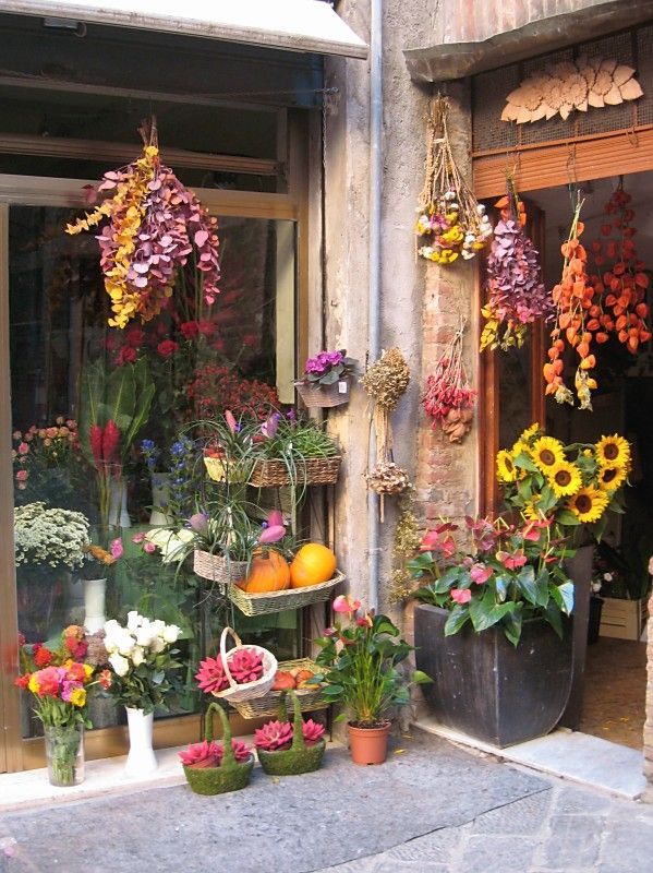 Flower Shop In Siena Italy Eb In 2019 Italian Flowers