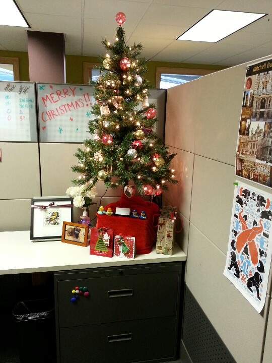 Christmas cubicle lc fun committee pinterest for Cubicle decoration xmas