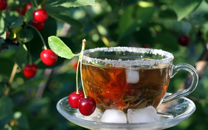 Вишневый холодный чай