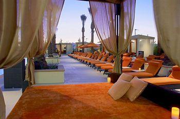 Aliante Casino + Hotel + Spa  Aliante Casino + Hotel è un moderno hotel / resort costruito in mezzo alla comunità di North Las Vegas master previsto di Aliante. L'hotel offre un servizio cordiale, grande azione di gioco, favolosi ristoranti, vita notturna e una varietà di intrattenimento dal vivo.   L'hotel dispone di camere e suite; molti con drammatiche, una stupenda vista sulle montagne e le luci della città. Gli ospiti possono godere di una bella piscina completa di cabine private e bar…