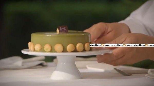 gelatina al the verde matcha:   unire l'acqua con il succo di arancia, il limone, lo yuzu, il vino bianco e la polvere di the matcha e amalgamare. Preparare lo sciroppo con acqua e zucchero. Scaldare lo sciroppo a 40 gradi e sciogliervi la gelatina, mescolare. Aggiungere lo sciroppo al composto di the verde e mescolare bene. Colare la gelatina nell'apposito stampo (mantenere altezza di 3 mm).