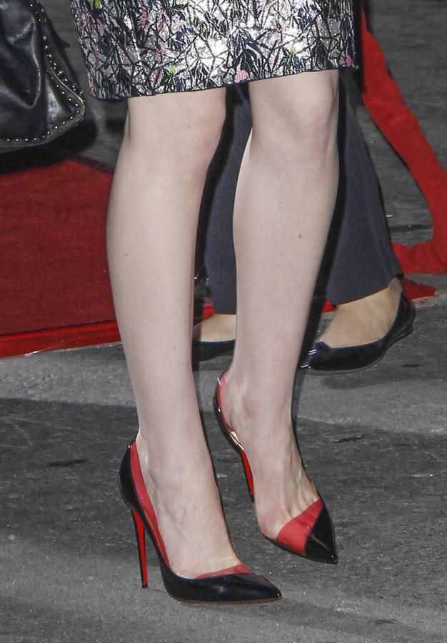 Michelle Dockery wore black and red Christian Louboutin pumps to the Los  Angeles premiere of