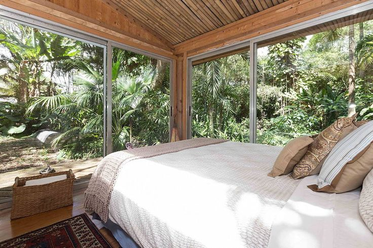 Other in Miami, United States. Enjoy the conveniences of the Miami area, without all the noise! Let our tropical cottage retreat take you away, while still having easy access to all Miami has to offer! You will feel worlds away!  Transport from the suburbs to the tropics at thi...