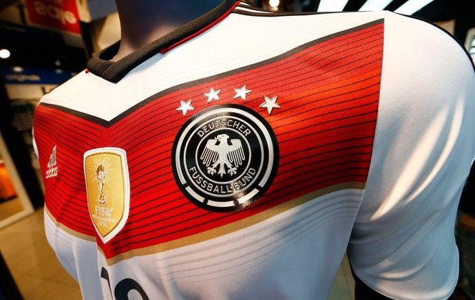 Cazuza: Lojas alemãs já vendem camisa com a 4ª estrela.