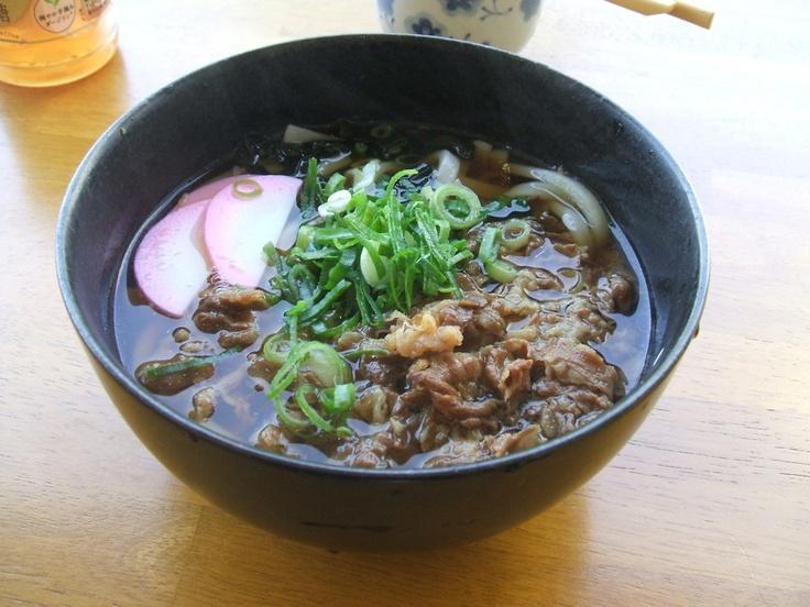 びんご運動公園の食堂で食べた肉うどん Udon {noodle}soups are eaten consistently. If you watch your sodium these are extremely healthy and great for weight watchers.