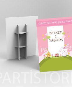 Doğum günü parti süslemeleri için Tavşan ve Civciv Temalı Karşılama Panosu ürünümüzü online olarak uygun fiyatlar ile satın alabilirsiniz
