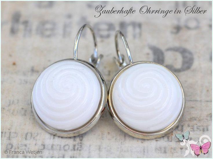 Ohrringe - 60er Retro Ohrhänger Silber weiß Muscheloptik - ein Designerstück von Zauberhafte-Ohrringe-in-Silber bei DaWanda