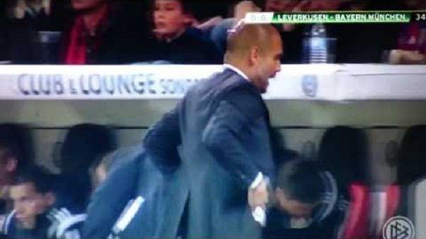 Josep Guardiola sarkastycznie przyklasnął lekarzom Bayernu Monachium • Dziwne zachowanie Hiszpana w Pucharze Niemiec • Zobacz film >> #guardiola #bayern #bayernmunich #football #soccer #sports #pilkanozna