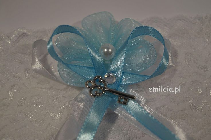 Podwiązka Dodatki Ślubne Podwiązki niebieskie Podwiazka w błękicie z kluczykiem prezentuje się bardzo ładnie i szykownie. Weeding Dekoracje Ślub