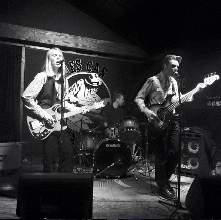 The Static Shift @ the Blues Can -Nov 5. The man bun. No. Delete it. Now.