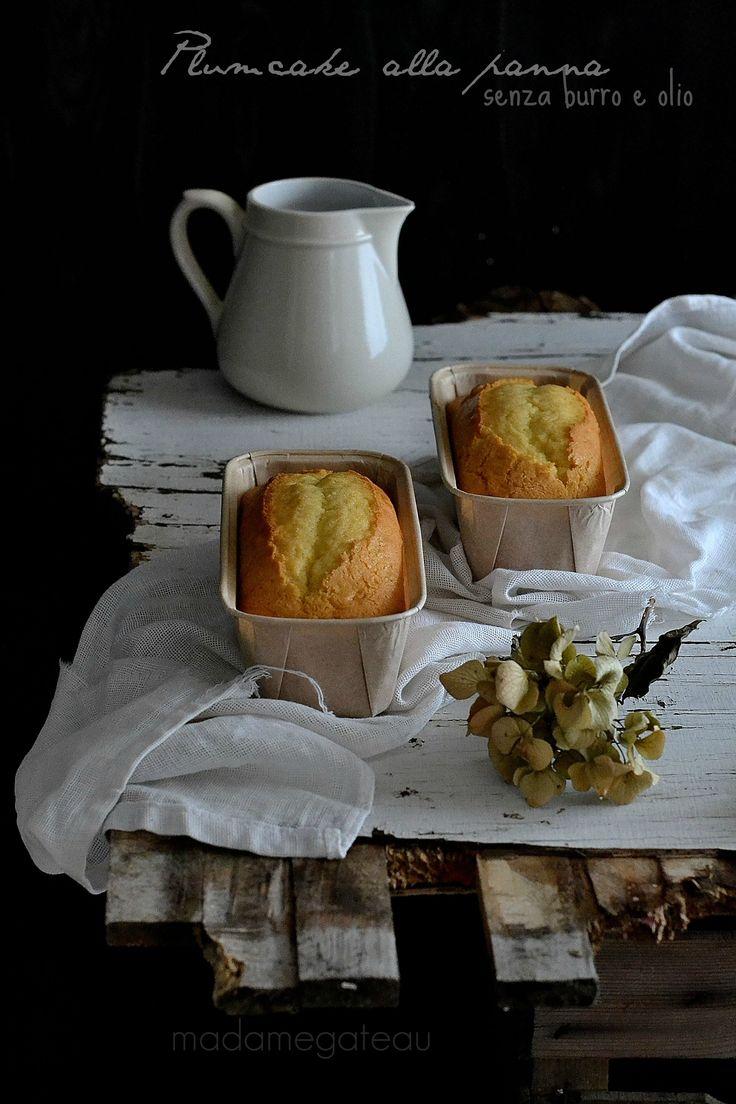 Biancolatte è il buon odore  del risveglio,è  il  profumo del #plumcake  alla panna senza burro e senza olio, così soffice e umido all'interno, così bianco come il biancolatte, così semplice e veloce da fare.