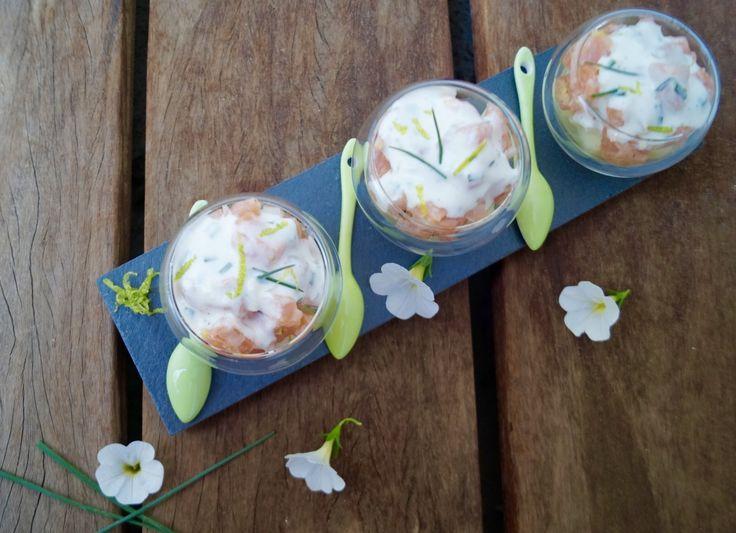 Tartare très frais à base de saumon frais et fumé, de pomme Grany Smith, légèrement relevé par du gingembre,du citron vert et de la ciboulette ou de l'aneth