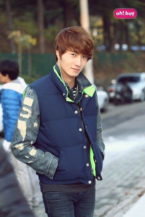 10 perfect photos showing the multiple sides of Jung Il Woo. Sporty jock.