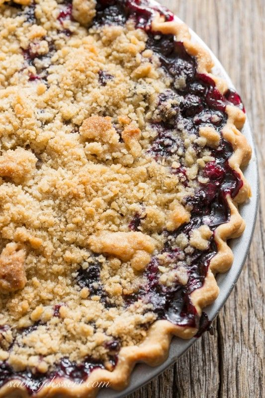 Blueberry Crumble Pie -Sweet blueberries topped with a crispy crumble all baked up in a wonderful summer pie. A must make for your ripe blueberries! | www.savingdessert.com | #pie #blueberries #dessert