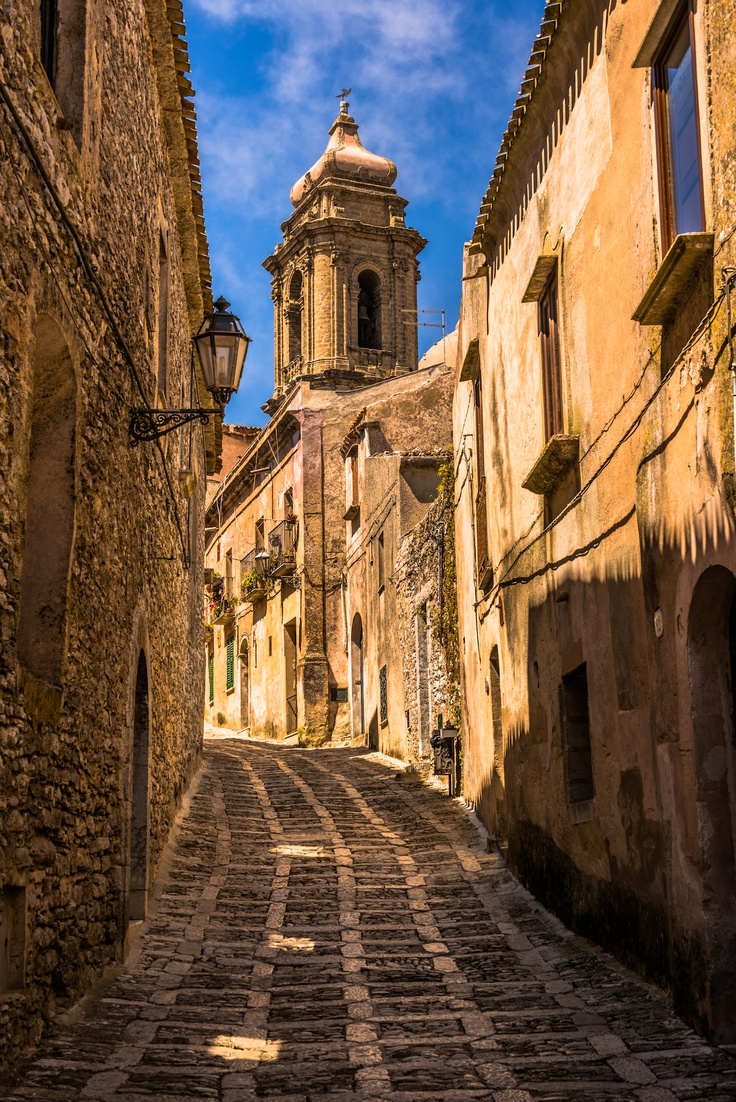 An ancient path - Erice, Sicily - Photo by Adam Allegro, http://catchthejiffy.com.