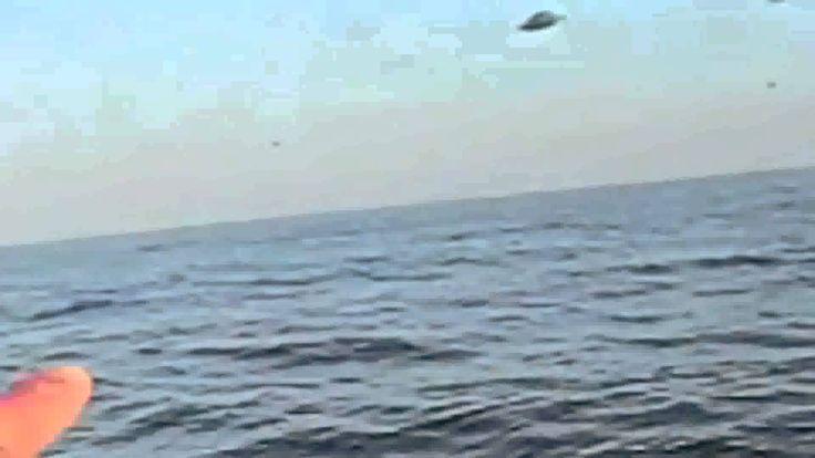Supuesto ovni cayo al mar, parecía un persecución, unos turistas lo grabaron cayo en un mar peruano velo en HD