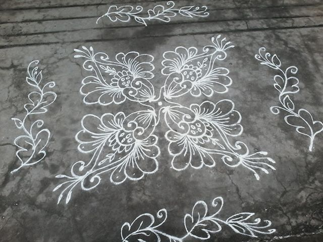 Different type of flowers,10-10 straight dotted kolam