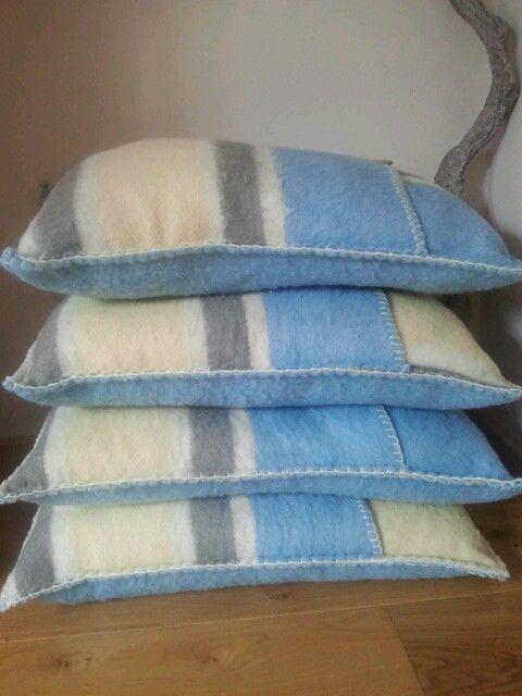 Kussens gemaakt van vintage wollen dekens. Afgewerkt met festonsteek.
