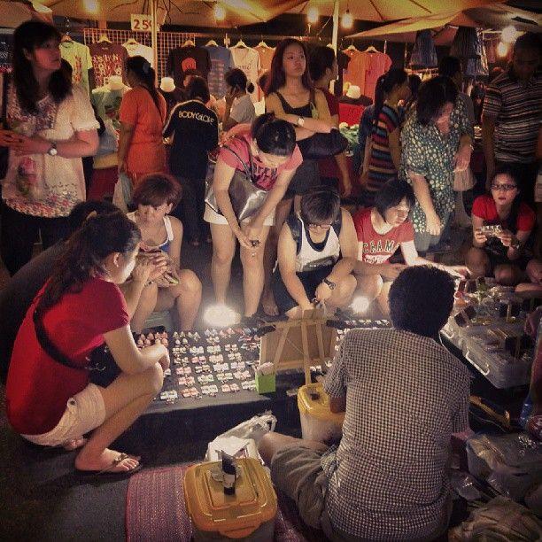 night #market. #krabi #thailand #girls #light #nightlife #streetphotography #snapshot #snapseed - nunutngombe @ Instagram Web Interface - 5th village