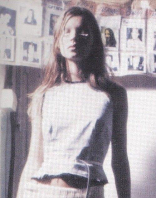 kate moss backstage at maison martin margiela s/s 1993