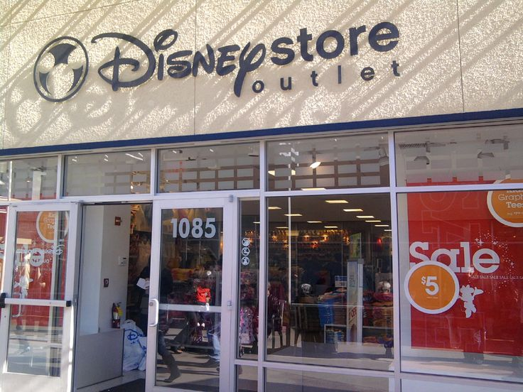 las vega malls   was a Disney Store Outlet! I'd seen these before in other outlet malls ...