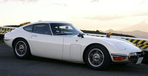 TOYOTA 2000 GT