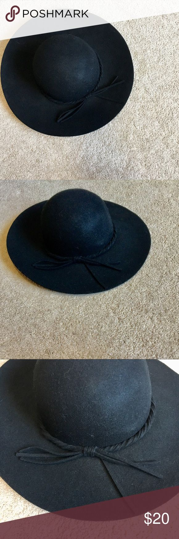 Large black floppy summer hat Large black floppy sun hat. Worn one time. Such a fun hat to wear either at the beach or with a fun maxi dress. From target. Accessories Hats