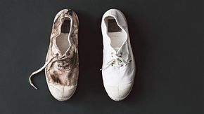 Homelife - How To Make Dirty Old Sneakers Look White As New