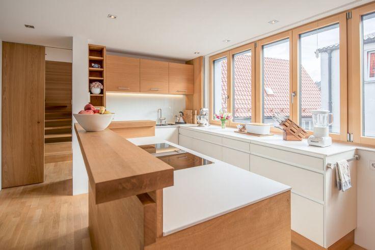 Offene Küche mit Kochinsel & Tresen Holz - Küche... - #holz ...
