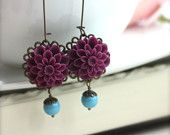 Viola prugna ametista crisantemo fiore, orecchino di perla Swarovski turchese blu. Per la mamma, regali damigelle. Caduta di nozze. Viola ametista