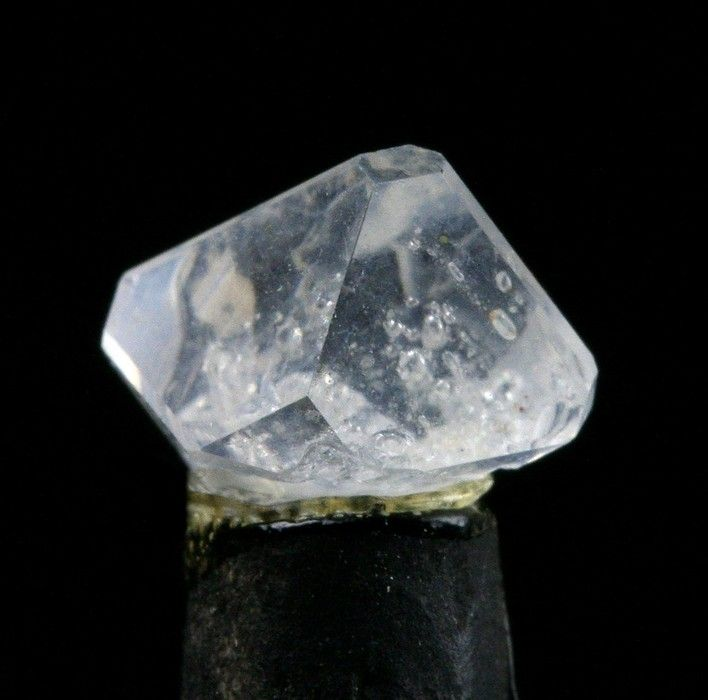 Alunite,  	KAl3(SO4)2(OH)6, Marysvale District (Marysvale Uranium area), Piute Co., Utah, USA. Size 0,8 x 0,8 x 0,6 cm. Copyright: 	Michael Roarke