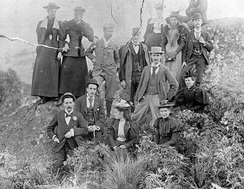 Picnic at Clunes, 1895.  (Museum Victoria)