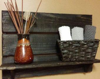 Estante rústico cuarto de baño toalla por TeesTransformations