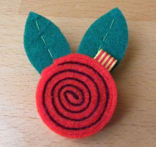 Este Sant Jordi  regala una rosa diferente: un broche que podrá llevar siempre que quiera en su ropa, en el bolso, en una mochila, etc.rea...