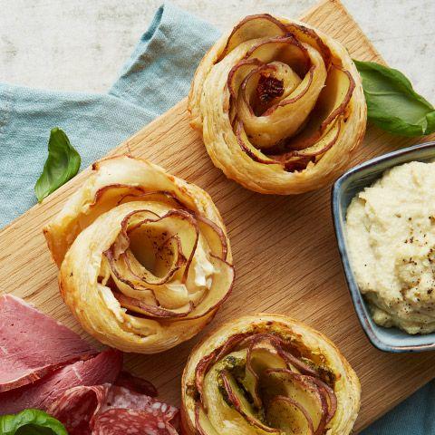 En potatisros är nästan för fin för att äta... om den inte också vore otroligt god. Lär dig göra en och imponera på gästerna!