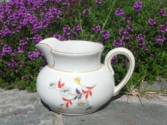 Gammel vakker mugge fra Porsgrund porselen. Antagelig Nora Gulbrandsen sin dekor. Muggen er ca 12 cm høy, dekorert med vakre ...